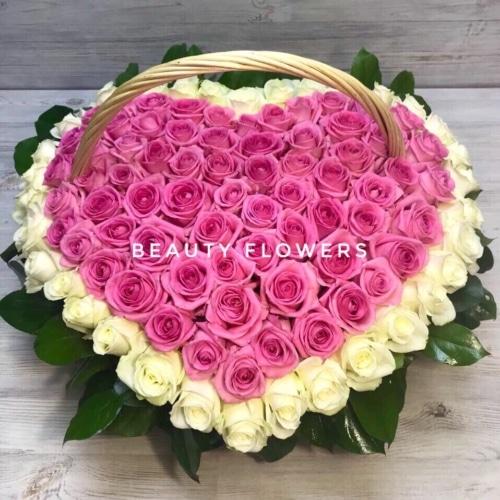 Сердце из роз в корзине